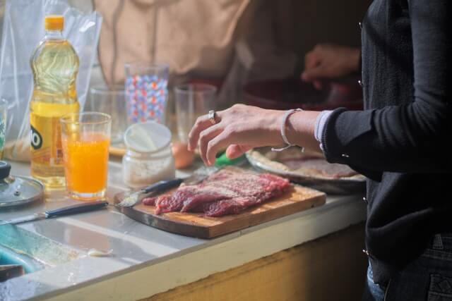 Cara Menghindari Keracunan Makanan Akibat Masakan Sendiri
