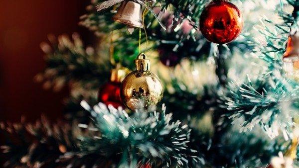 Berpartisipasi dalam perayaan Natal yang diadakan oleh ekstrakurikuler universitas
