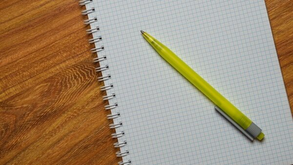 Meminjam buku catatan dari seorang teman sehari setelah absen kuliah